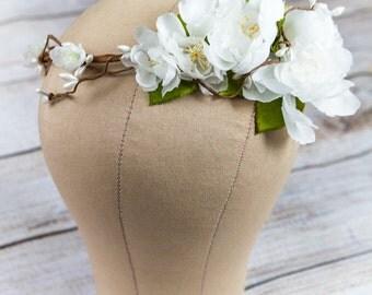 Woodland wedding crown, leaf and flower crown, white floral halo, hair wreath, circlet, Bridal flower crown, flower wreath