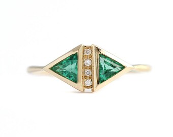 Emerald Art Deco Ring, Emerald Engagement Ring, Gold Emerald Ring, Triangle Cut Ring, Emerald and Diamond Ring, Alternative Engagement Ring