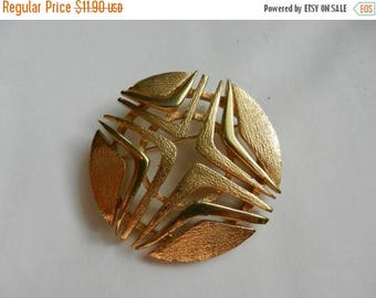 Summer Sale Vintage Royal Signed Costume Jewelry Brooch