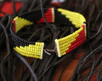 MAASAI bracelet , vintage beaded bangle from KENYA.  Small size with wire hook clasp. Traditional and original Masai work.