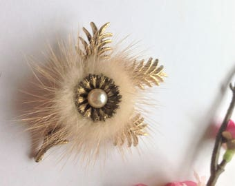 Vintage Mink Brooch, Flower Brooch, Faux Pearl Brooch, Fur Brooch, Vintage Wedding, Vintage Gift