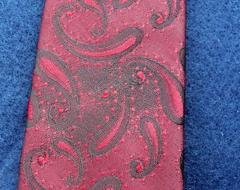 1970's Vintage Red and Black Patterned Tie