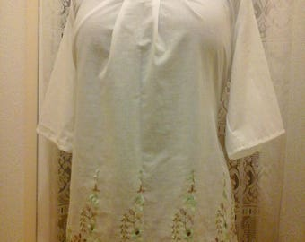 Pretty white cotton mid-length sleeves tunic