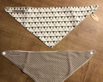 Set of two bibs in gray and white bavouilles