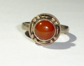 Vintage 925 Sterling Silver & Round Cabochon Carnelian Ladies Ring, Size 8