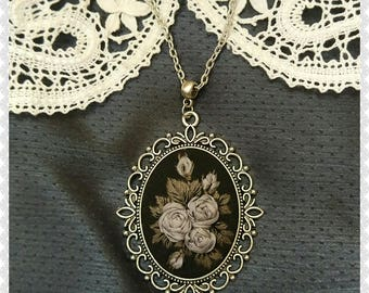 GR1 Gray roses necklace