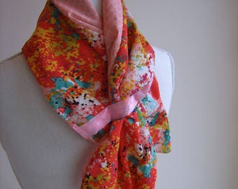 Scarf chic and trendy in fresh colors