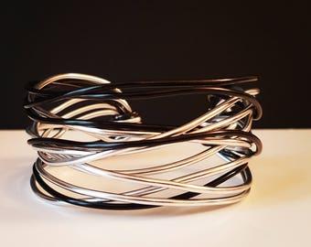 "Silver and black aluminium bracelet, ""Centofili"" line-bandeau bracelet-bangle bracelet-Adjustable bracelet"