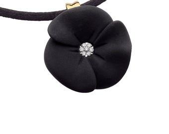 Pendant flower resin and diamonds