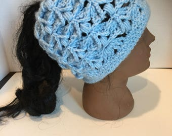 Blue ponytail girl beanie circunference head size 10