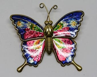 Lovely gold tone butterfly pin