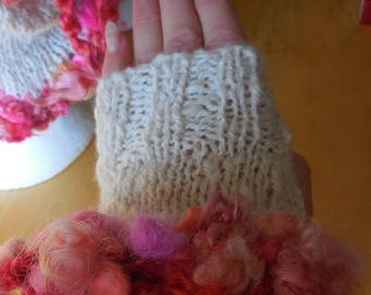 Pretty fingerless gloves with handspun yarn