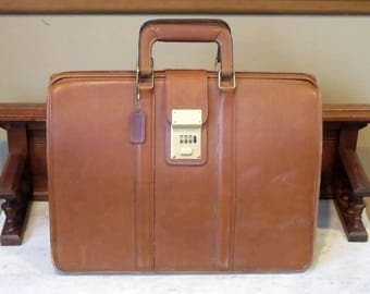 Coach Briefbag Gladstone Style Briefcase In British Tan Leather Style No 5420 Made in United States Combination Unknown  VGC