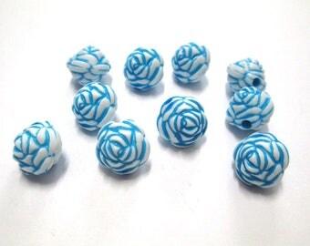 10 blue flower beads 13mm acrylic