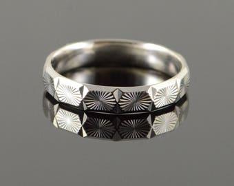 18k Starburst Swirl Faceted Wedding Band Ring Gold