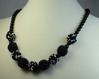 Art Deco Black and White Glass Beaded Necklace