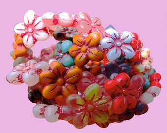 5 Czech beads mix colors - vintage flower enhanced finish cranberrie-raspberry, delicate and trendy, 14 mm in size