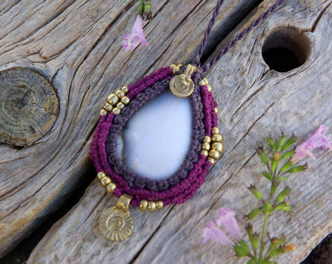 Macrame Necklace Mod. Beatrice, with ruby fuchsita and brass, stone amulet , talisman pendant, fairy jewelry, nickel free, yoga necklace