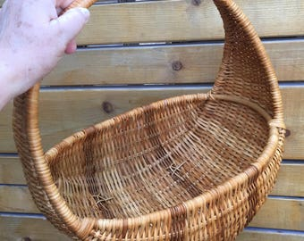 Vintage hand woven wicker basket with handle. Curved moon shape basket for mail storage. Picnic basket. Wicker Basket planter.
