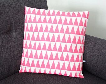 Last piece! TRIANGLES pillow cover - pink 40 x 40 cm (graphic design, Scandinavian, geometric style)