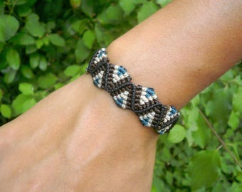 Zig-zag bracelet for men or women ethnic style brown white and turquoise blue