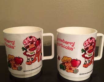 2 Vintage Strawberry Shortcake Plastic Mugs Cups PERFECT Condition