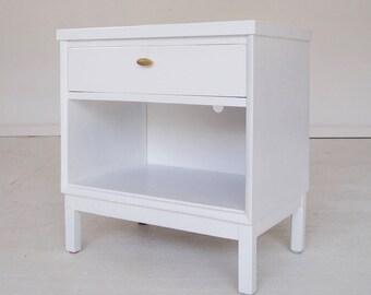 Beautiful Mid-Century Modern Hollywood Regency Nightstand in White - By Kroehler Furniture
