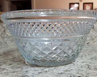 WEXFORD GLASS BOWL Serving Clear Anchor Hocking Diamond Cut Vintage Retro