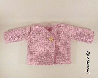 """Gilet bébé (3 mois) cache coeur """"nuage de douceur""""  rose  tricoté main"""