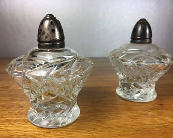 Clear Glass Salt and Pepper Shakers 2pc