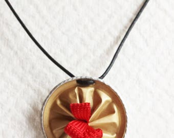"""Cap necklace with coffee """"?"""" recycled elegant"""