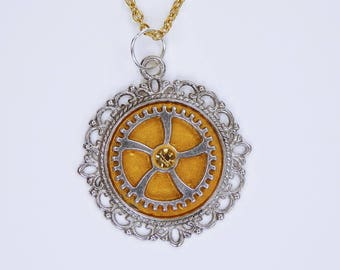 Necklace gear in gold metallic on golden limb necklace and rhinestone steampunk jewelry silver silver wheels Pendant