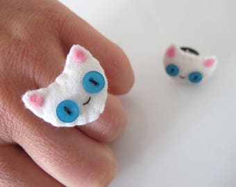 Felt white cat head ring, Felt animal jewelry, Sewn kitten ring.