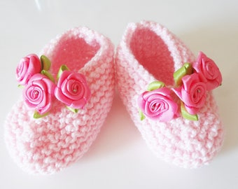 Pink clear baby booties in wool - Pink Shoes with roses - wool - baby shoes slippers