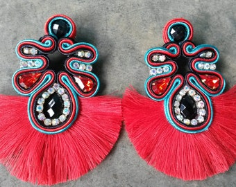 Earrings with red fringe