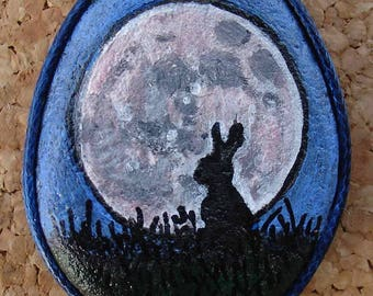 Hand painted natural stone pendant, with an animal motif (rabbit), Moon and Nature, original, artisan work. Vegan product.