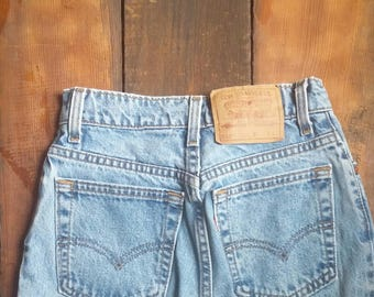 90s Levis 550 Mom Jeans // Size 3