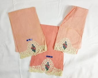 Pure Linen Hand Towel Set of 3, Pink Linen White Lace Cross Stitch Medallion Roses, Vintage 1950's, Fancy Guest Hand Towels, Never been Used