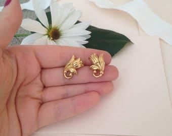 Gold Flower Earrings - Floral Earrings - Minimalist Earrings - Minimal Earrings - 1980s Earrings - 80s Earrings - Fashion Earrings - Gift