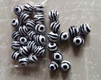 10 zebra-striped beads 11mm