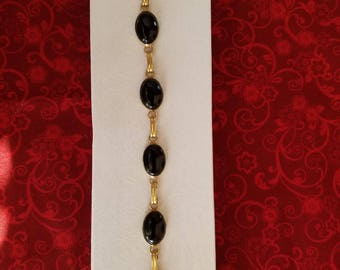 BR108 Vintage Gold Plated Bracelet with Onyx Cabochons
