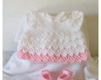 Hand knitted baby girl 's dress and shoes