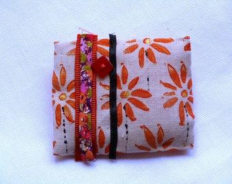 "brooch ""sunshine"" hand printed linen"