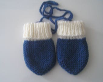 Mittens for baby 3/6 month white/blue color hand-knitted