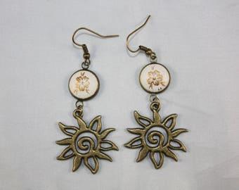 """Earrings """"Laurette"""" Golden Flower background ivory"""
