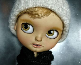 Reserve please do not buy.. Ooak customed icy doll COLDEN