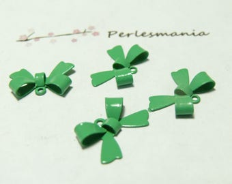 2 beads in light green lacquered brass bow