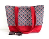 """Sac cabas, sac à main en suédine rouge et coton imprimé """"écailles"""" bleu marine et rouge"""
