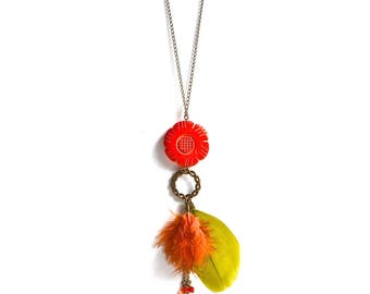 Green and orange feather necklace, bronze flower ring and see