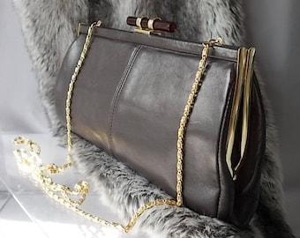 Brown Leather Suzy Smith 80s Handbag, Single Shoulder Chain Strap, Bakelite Brown Tortoise Lock, Elegance in Real Leather, English Vintage.